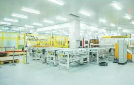 """一条生产线只需8名员工 正泰""""无人工厂""""背后的创新历程"""